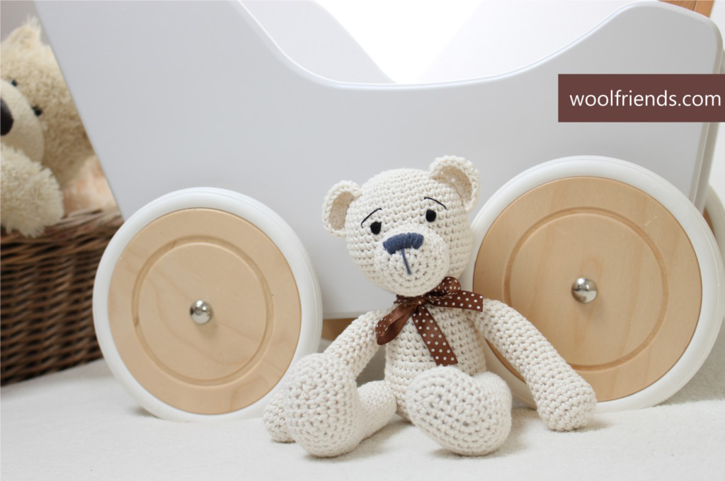 crochet teddy bear z napisem